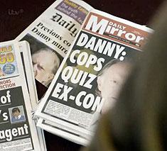 """""""La Policía interroga a un exconvicto"""". El periódico apunta"""