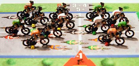 Loseta de pelotón. Los ciclistas se distribuyen como quieren pero ¡ojo! ir delante conlleva más gasto