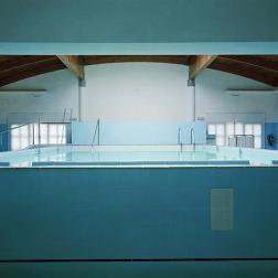 'Spa' (2000) © Lynne Cohen, Cortesía Olga Korper Gallery, Toronto