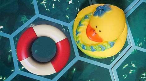 Los flotadores teletransportan por el universo de la bañera