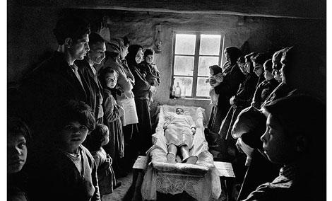 Eslovaquia (Jarabina), 1963, copia de 1967 The Art Institute of Chicago, donación prometida del artista Cortesía Josef Koudelka/Magnum Photos © Josef Koudelka / Magnum Photos