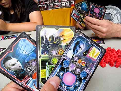 En 'Dark Matter' jugamos con nuestra mano y con la de los rivales