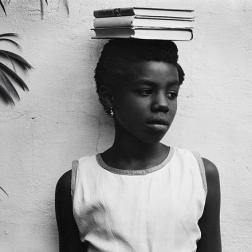 Anna Attinga Frafra, Acra, Ghana, 1964 Copia a la gelatina de plata Colecciones FUNDACIÓN MAPFRE, FM000976 © Aperture Foundation Inc., Paul Strand Archive