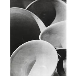 Abstracción, tazones, Twin Lakes, Connecticut, 1916 (negativo), década de 1950 o de 1960 (copia) Copia a la gelatina de plata Colecciones FUNDACIÓN MAPFRE, FM000895 © Aperture Foundation Inc., Paul Strand A