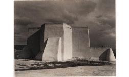 Iglesia, Ranchos de Taos, Nuevo México, 1930 Copia al platino Philadelphia Museum of Art, Filadelfia. The Paul Strand Collection, adquirida con el Fondo Annenberg para Grandes Adquisiciones , 2013-76- 109 © Aperture Foundation Inc., Paul Strand Arch