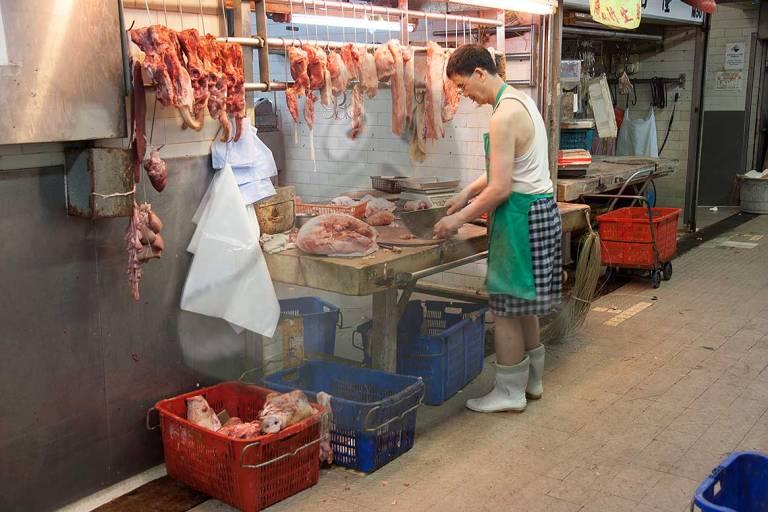 Carnicería en un mercado de la ciudad.