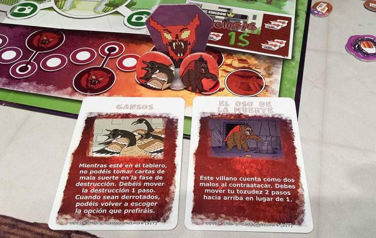 Dos villanos entran en juego casi al final del juego: los gansos y el oso de la muerte