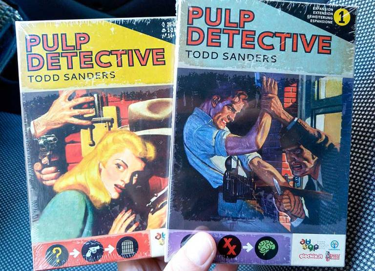 Cajas de Pulp Detective y su ampliación, un anticipo del arte que esconde.