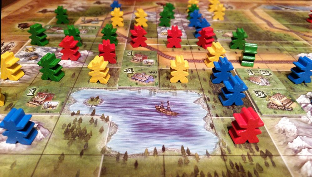 Oregón es un muy buen juego sencillo, de introducción, de esos que, con dos reglas te aseguran un rato más que entretenido.