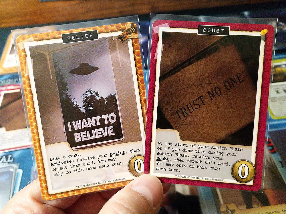 Cartas de 'Belief' y de 'Doubt'. Ambas activas un efecto que es exclusivo de cada personaje.